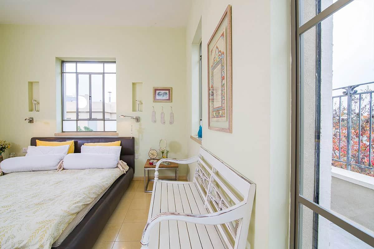 מבט למרפסת חדר השינה בבית פרטי בעמק חפר - שירית דרמן מעצבת פנים