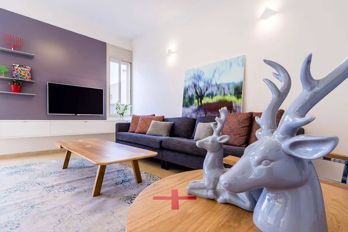 תאורת קיר בסלון בבית פרטי באבן יהודה בעיצובה של שירית דרמן - מעצבת פנים ויועצת תאורה