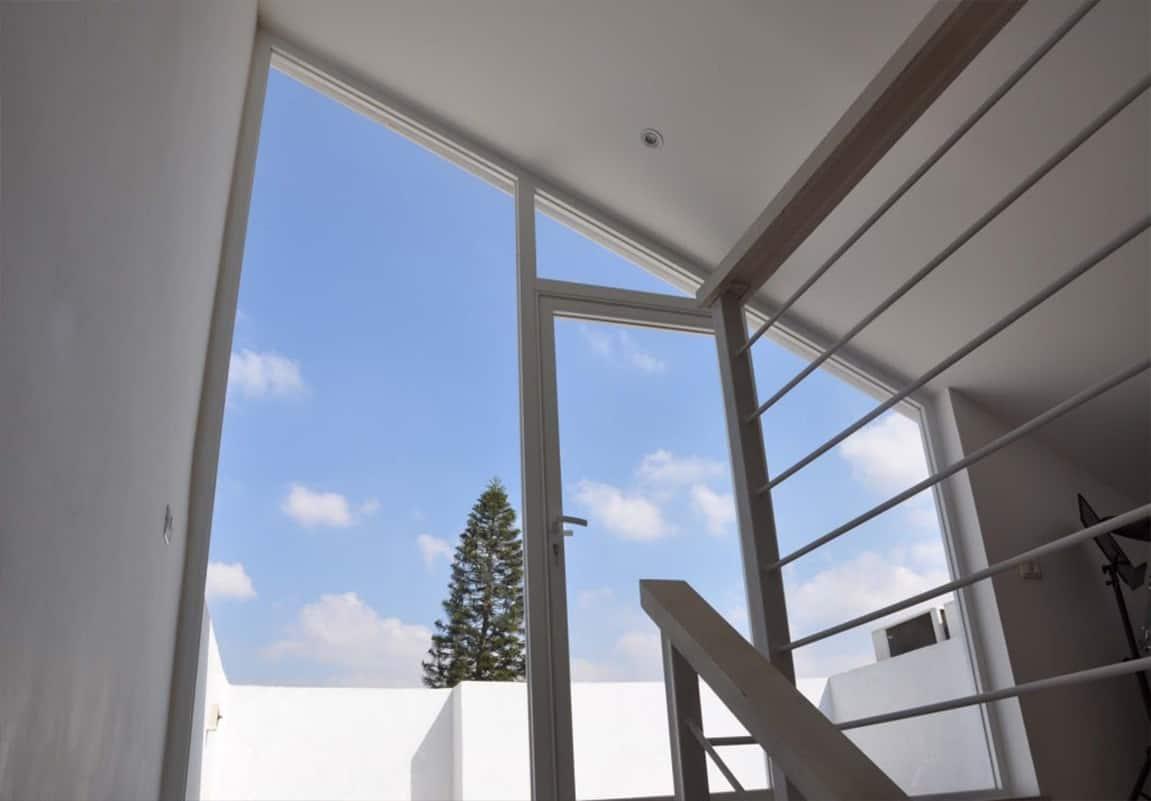 חלון פנורמי בעליית הגג בבית פרטי בהוד השרון - שירית דרמן מעצבת פנים