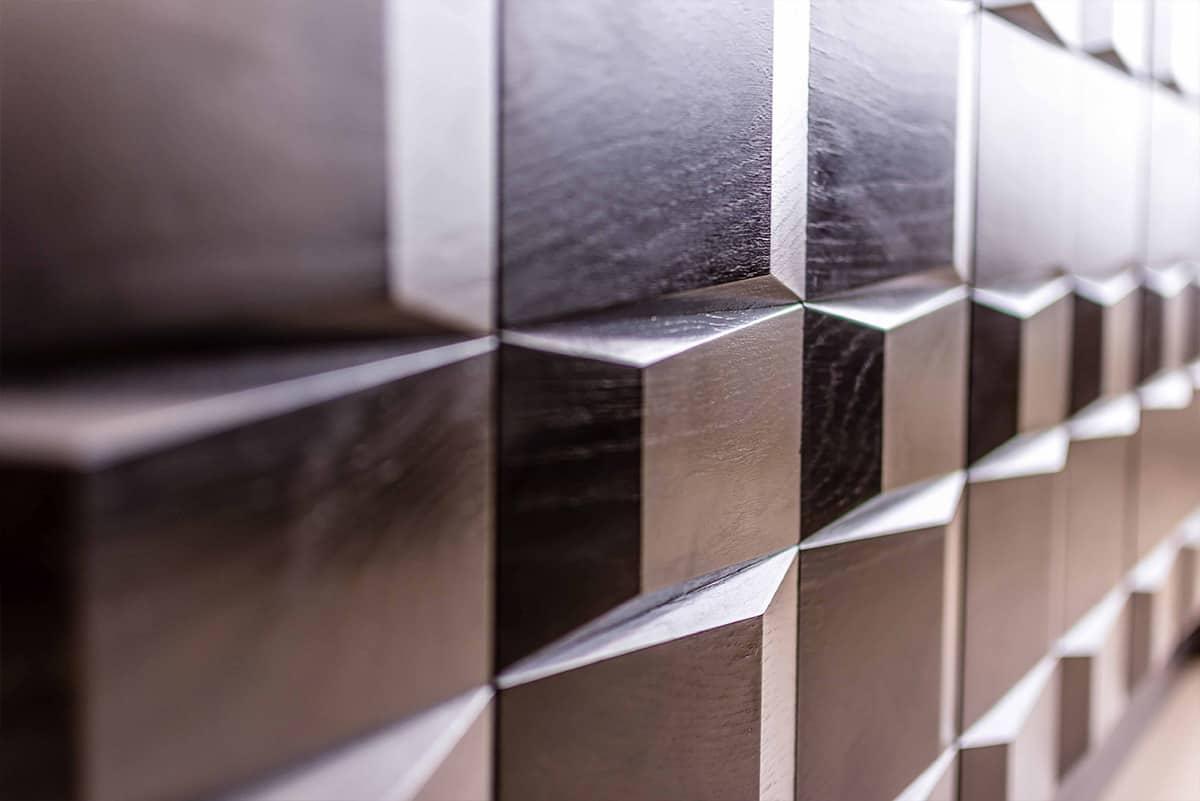 חזית גיאומטרית של שידת הסלון העשויה עץ וצבועה בשחור - שירית דרמן מעצבת פנים