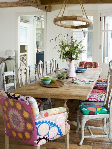 צבעוניות עליזה בבדי הריפוד של הכיסאות - חדר משלך, בלוג עיצוב פנים של שירית דרמן