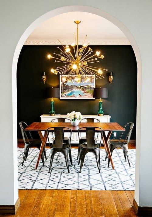 """אלמנט פיסולי מרשים בצורת """"כוכב"""" של אור, מאיר את פינת האוכל - בלוג עיצוב פנים של המעצבת שירית דרמן, חדר משלך"""