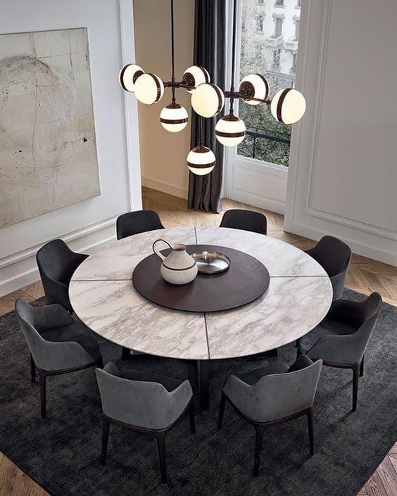 גוף תאורה פיסולי הניצב מעל מרכז שולחן אוכל עגול - בלוג עיצוב פנים, חדר משלך שירית דרמן