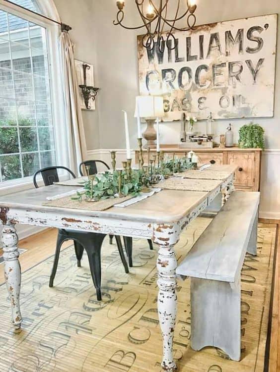ספסל וכיסאות בפינת אוכל המעוצבת בסגנון פרובנסיאלי - שירית דרמן, בלוג עיצוב פנים חדר משלך