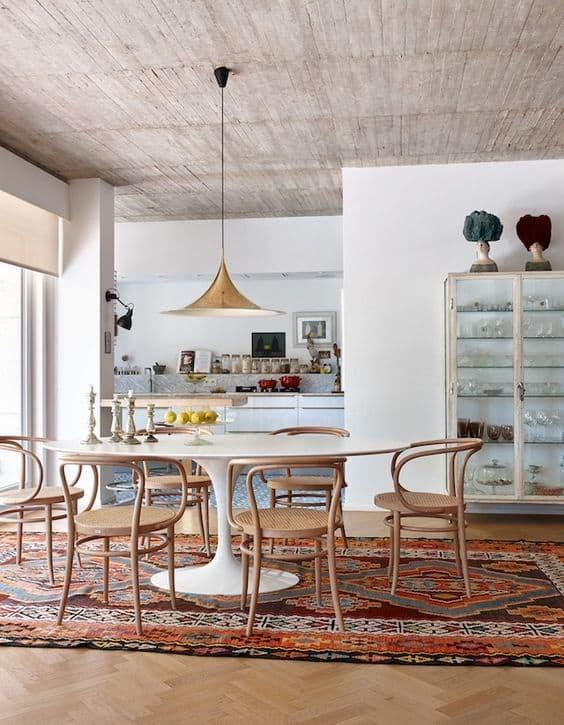 פינת אוכל עגולה בחלל המאפשר שולחן גם בצורות נוספות - חדר משלך, בלוג עיצוב פנים, שירית דרמן